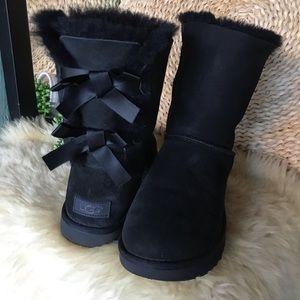 UGG II ♥️Bailey Bow Black winter boots women's S 8